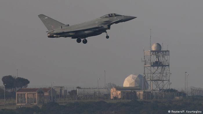 Французский истребитель возвращается на базу