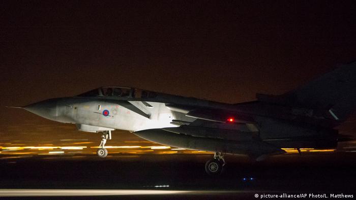 Zypern Britischer Kampfjet nach Einsatz (picture-alliance/AP Photo/L. Matthews)