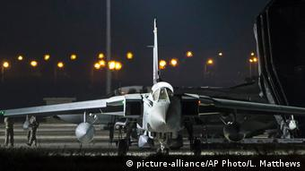 İngiltere'nin uçakları Kıbrıs'taki üssünden havalandı