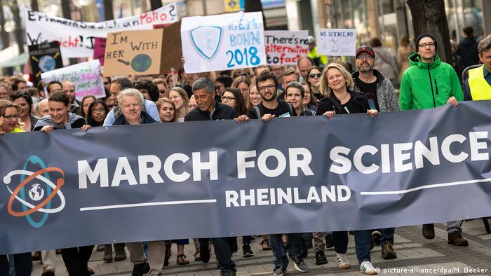 March for Science in Köln (picture-alliance/dpa/M. Becker)