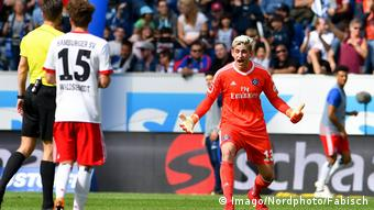 Julian Pollersbeck upset in Hamburg colors