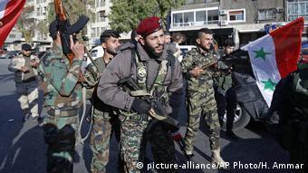 Syrien Krieg - Protest gegen Donald Trump in Damaskus (picture-alliance/AP Photo/H. Ammar)