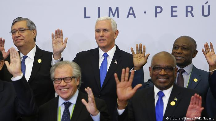 US VP Mike Pence at the Summit of the Americas (picture-alliance/AP/K. Navarro)