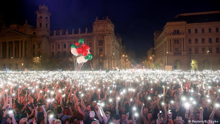 Ungarn - Proteste gegen Orban (Reuters/B. Szabo)