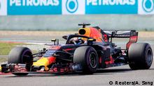 15.04.2018 Formula One F1 - Chinese Grand Prix - Shanghai International Circuit, Shanghai, China - April 15, 2018 Red Bull's Daniel Ricciardo in action during the race REUTERS/Aly Song