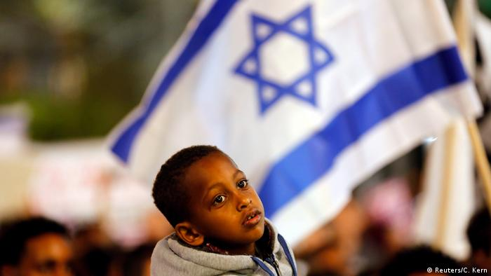 Israel protests against the treatment of African refugees (Reuters/C. Kern)