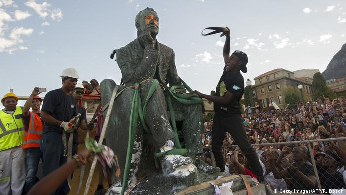 Beschädigte Statue von Cecil John Rhodes in Kapstadt. (Getty Images/AFP/R. Bosch)