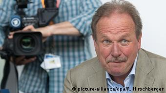 Frank Bsirske in Potsdam (picture-alliance/dpa/R. Hirschberger)
