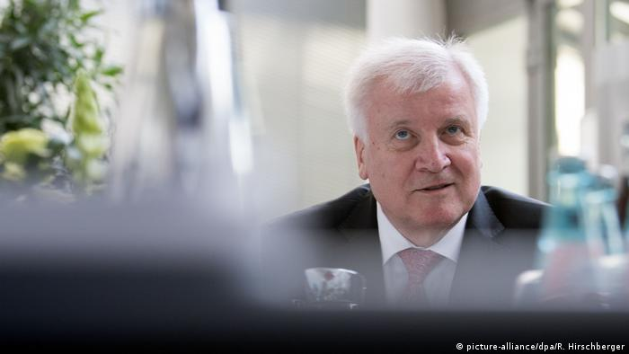 Horst Seehofer in Potsdam (picture-alliance/dpa/R. Hirschberger)