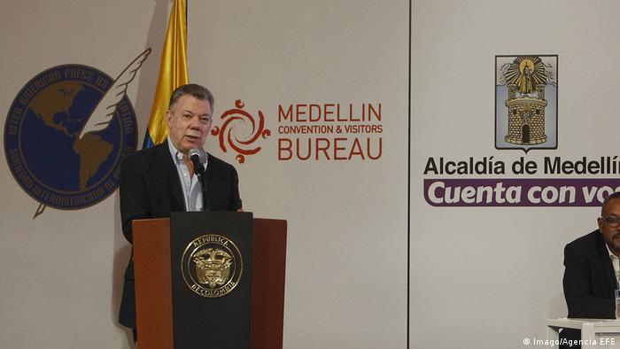 Santos durante congreso 2018 de la Sociedad Interamericana de Prensa (SIP) en Medellín, Colombia.