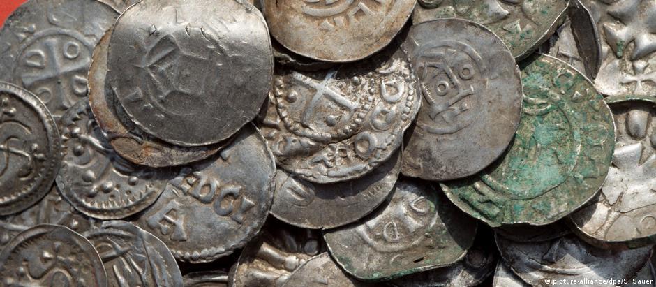 Foram descobertas cerca de 600 moedas