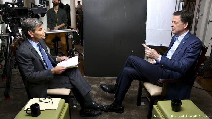 Дждеймс Коми (справа) в интервью ABC