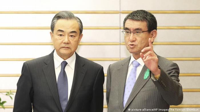 Japan und China wollen Beziehungen verbessern - Wirtschaftsdialog (picture-alliance/AP Images/The Yomiuri Shimbun)