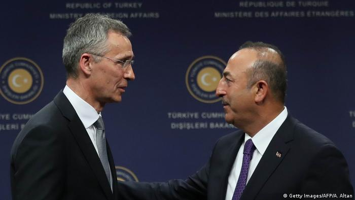 Treffen NATO Türkei Stoltenberg Cavusoglu (Getty Images/AFP/A. Altan)