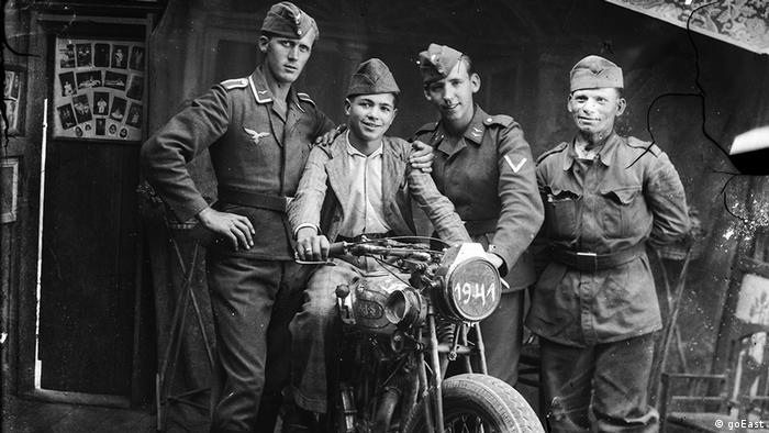goEast Festival - Four soldiers from World War II are shown in a black and white photo (goEast)