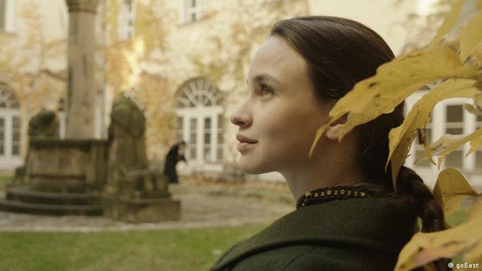 goEast Festival - Film Aurora Borealis shows woman seated in a garden (goEast)