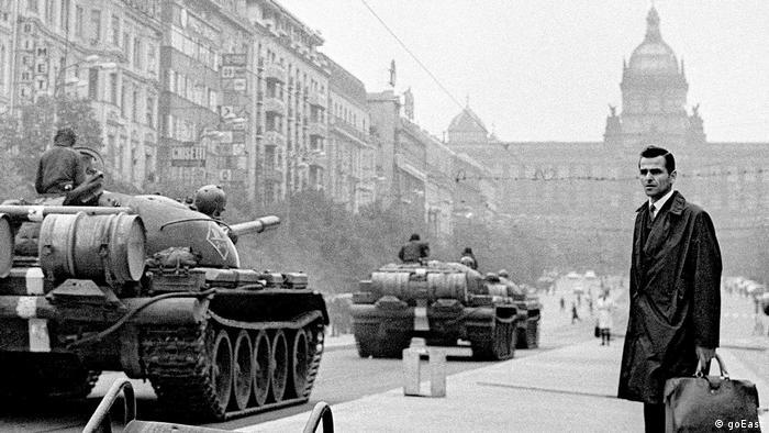 goEast Festival - Film Oratorio for Prague shows tanks in the Czech capital