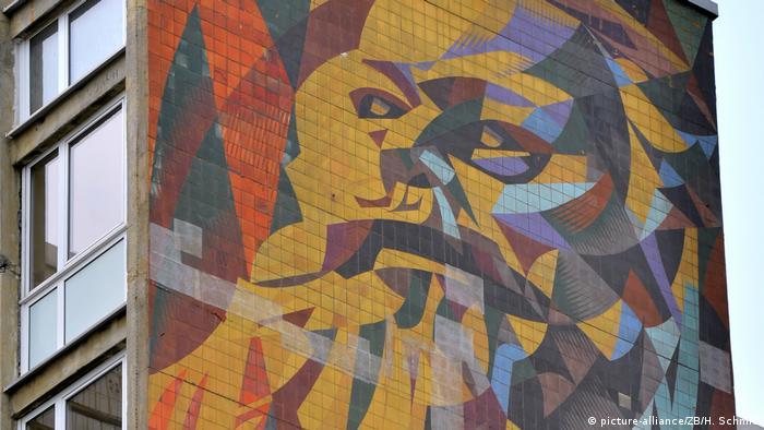 Marx na parede de um prédio em Halle, na Alemanha