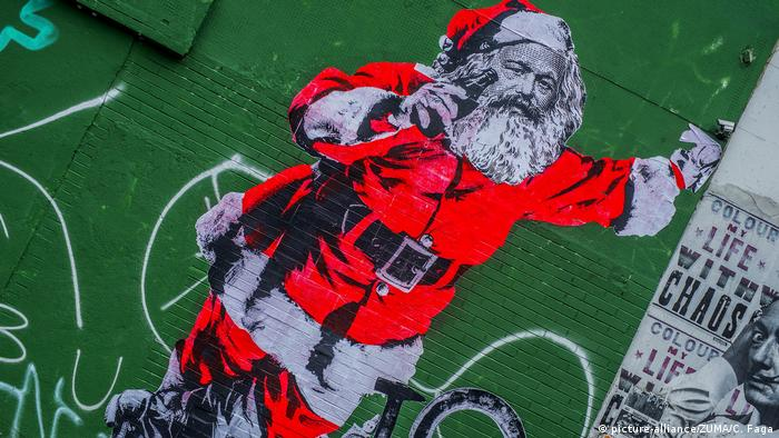 Karl Marx as Santa Claus is painted onto a building facade in São Paulo (picture-alliance/ZUMA/C. Faga)