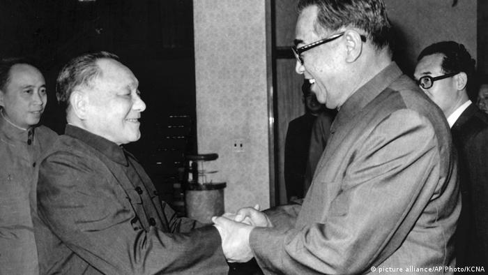 Deng Xiaoping zu Besuch in Nordkorea 1982 (picture alliance/AP Photo/KCNA)