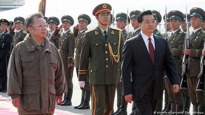 Hu Jintao zu Besuch in Nordkorea, 2005 (picture-alliance/AP Photo/Xinhua)