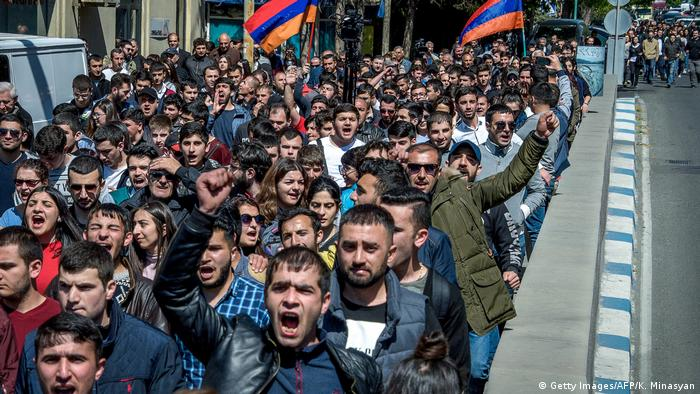 Armenien - Proteste in Eriwan (Getty Images/AFP/K. Minasyan)