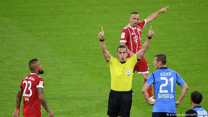Bayern München - Bayer 04 Leverkusen 3:1 Erster Videobeweis (picture-alliance/M. Ulmer)