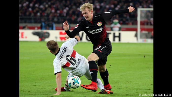 VfB Stuttgart - Bayer 04 Leverkusen Foul an Brandt (picture-alliance/R. Rudel)