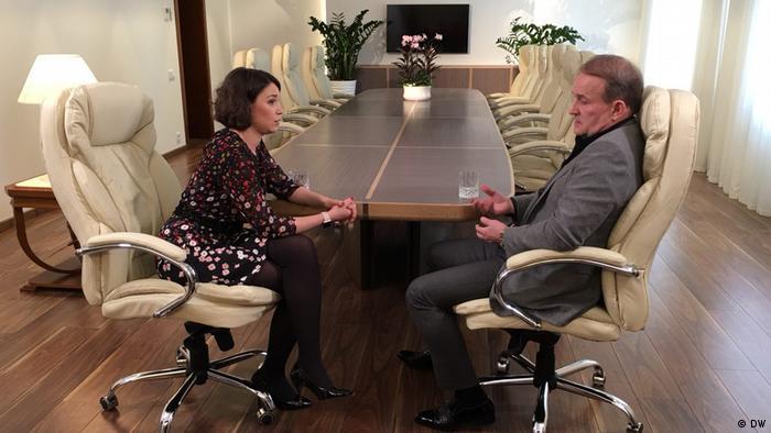 Виктор Медведчук во время интервью с Жанной Немцовой