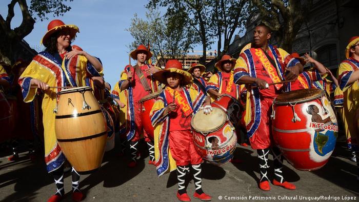 Foto: Candombe: folkloristische Tanzbewegungsform der Afro-Lateinamerikaner in Montevideo. Immaterielles Kulturerbe, UNESCO. Foto Copyright: Rodrigo López. Comisión de Patrimonio Cultural de la Nación, Uruguay.
