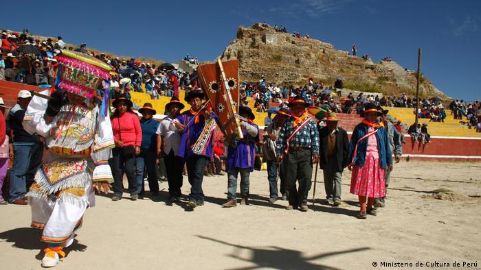 Foto: Danza de las tijeras, folkloristischer Tanz aus Peru. Immaterielles Kulturerbe, UNESCO. 2010. Foto Copyright: Ministerio de Cultura de Perú. Danza de las tijeras