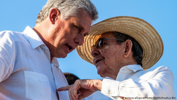 Kuba Raúl Castro und Miguel Díaz-Canel (picture-alliance/Photoshot/Xinhua/Liu Bin)
