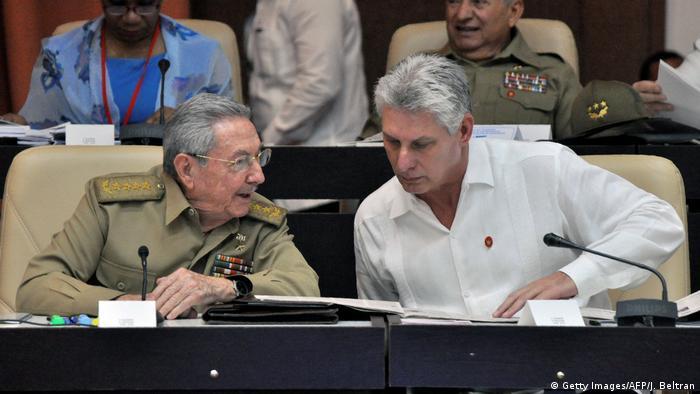 Raúl Castro cede lugar na presidência a Miguel Díaz-Canel