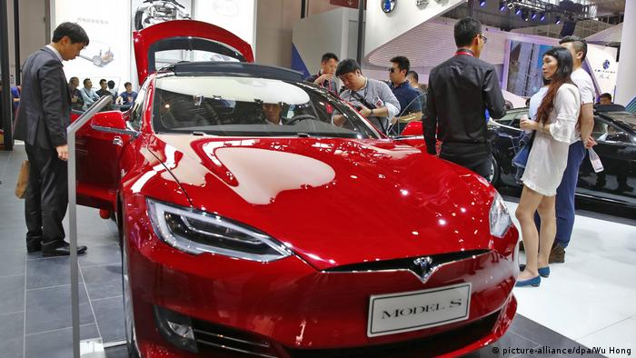 China - Tesla S (picture-alliance/dpa/Wu Hong)