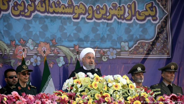 Iranian President Hassan Rouhani speaks at a military parade on Army Day in Tehran (picture-alliance/AA/F. Bahrami)