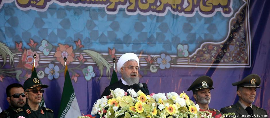 """""""Produziremos e compraremos quaisquer armas de que possamos precisar"""", advertiu Rohani no Dia Nacional do Exército"""