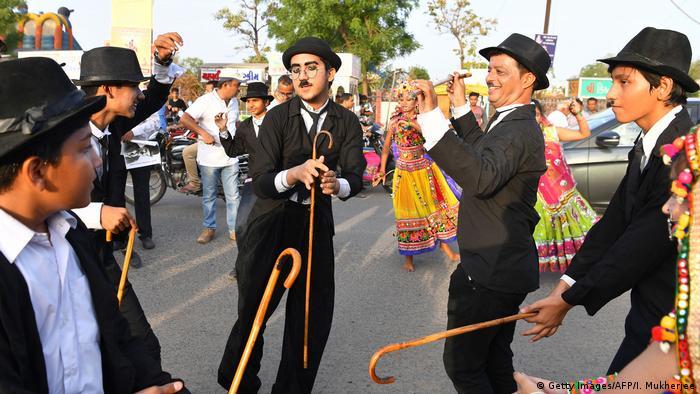 Bildergalerie Charlie Chaplin Fans in Indien (Getty Images/AFP/I. Mukherjee)