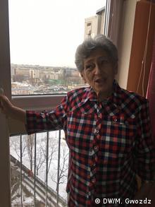 Krystyna Bundnicka w swoim warszawskim mieszkaniu