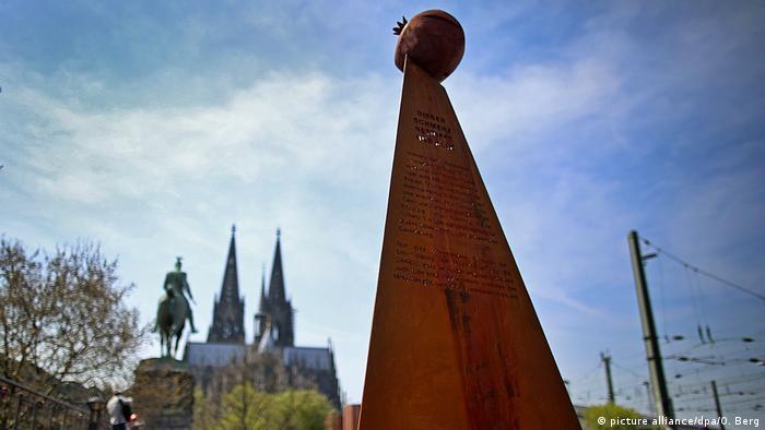 Ermeniler'in izin almadan diktiği anıt kaldırıldı
