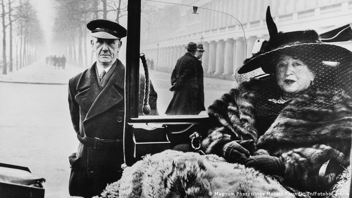 Publisher Eveleigh Nash wearing a fur coat while sitting in a car in London (Magnum Photos/Inge Morath Foundation/Fotohof archiv)