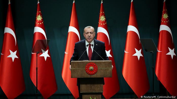 Erdogan announces a snap election