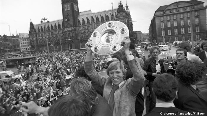 Bildergalerie HSV-Abstieg | Hamburger SV Deutscher Meister 1979 - Bundesliga (picture-alliance/dpa/W. Baum)
