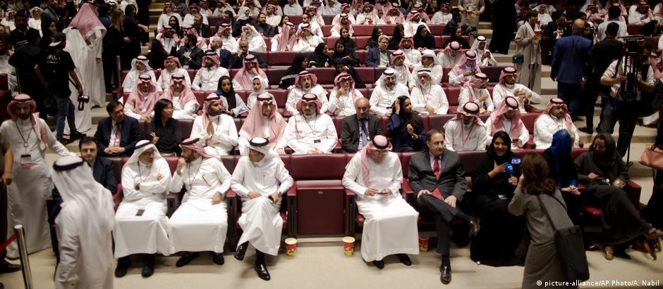 Primeiro cinema da Arábia Saudita foi inaugurado em evento de gala
