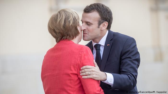 Berlin Merkel und Präsident Emmanuel Macron (picture-alliance/dpa/M. Kappeler)