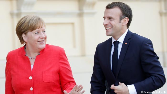 Berlin Merkel und Präsident Emmanuel Macron