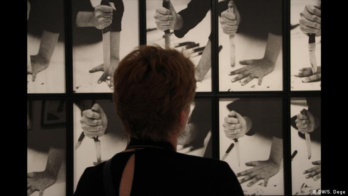 Visitor looks at photos of Rhythm 10 (DW/S. Dege)