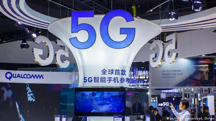 Qualcomm 5G stand at a tech fair in Guangzhou, China, in 2017 (picture-alliance/dpa/L. Zhihao)