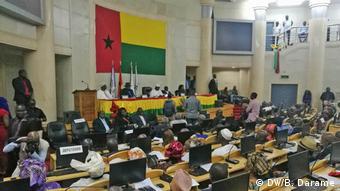 Guinea Bissau 1. Parlamantssitzung nach Krise