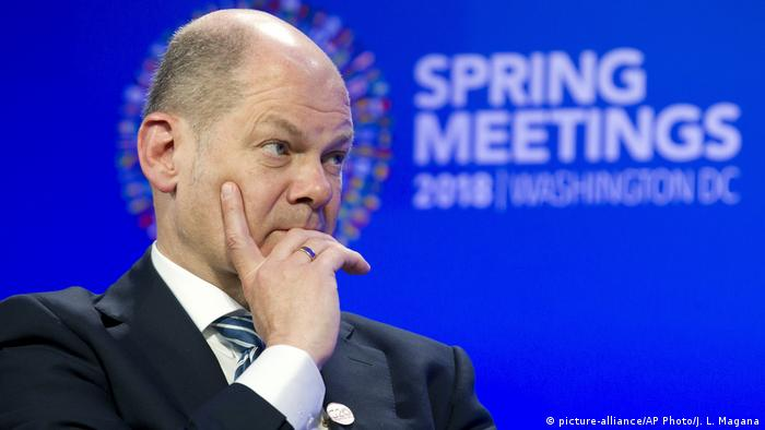 USA Washington Olaf Scholz beim IMF Meeting (picture-alliance/AP Photo/J. L. Magana)