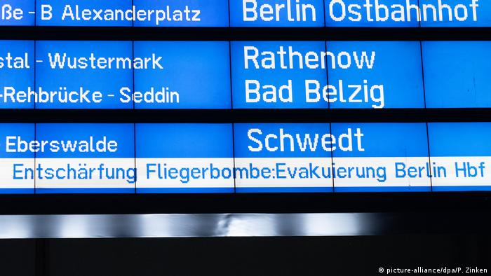 Train times in Berlin (picture-alliance/dpa/P. Zinken)